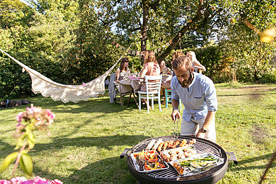Barbeque party - p788m2027489 by Lisa Krechting