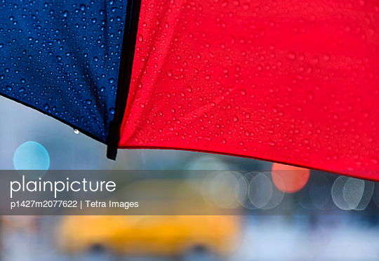 Close up of umbrella on rainy day - p1427m2077622 by Tetra Images