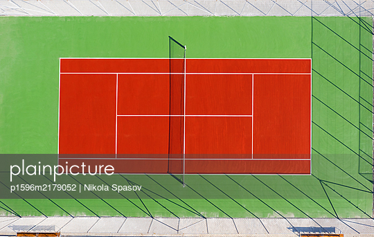 Aerial view of a tennis court - p1596m2179052 by Nikola Spasov