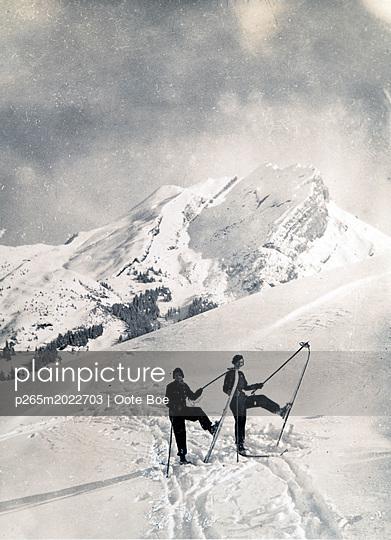 Zwei Skifahrer - p265m2022703 von Oote Boe