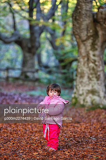 Girl standing on autumn leaves in Gorbea Natural Park - p300m2274439 by David Santiago Garcia