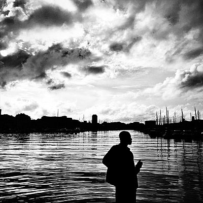 Man in harbour - p1468m1559366 by Philippe Leroux