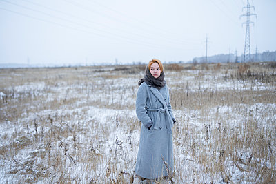 Russia, Young woman in winter clothes in snowy landscape - p1646m2230214 by Slava Chistyakov