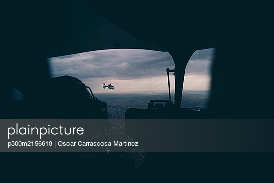 Spain, Madrid, Police helicopters seen from inside cabin - p300m2156618 by Oscar Carrascosa Martinez