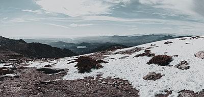 High mountain landscape - p1166m2112148 by Cavan Images