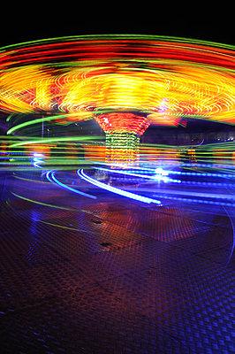 Long exposure image of fairground ride taken at night (vi) - p1072m828831 by Brian Korteling