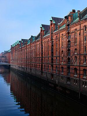Speicherstadt, Hafencity, Hamburg - p1686m2288550 by Marius Gebhardt