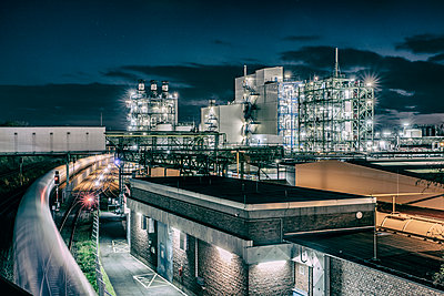 Chemical industrial plant - p401m2228396 by Frank Baquet