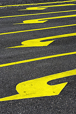 Yellow arrows - p4150785 by Tanja Luther