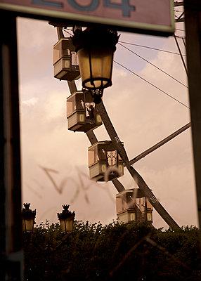 Riesenrad im Sonnenuntergang - p606m1208149 von Iris Friedrich