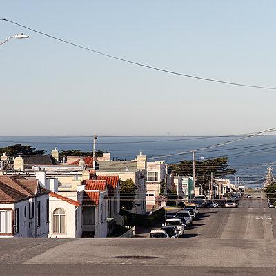 Inner Richmond, street towards the sea, San Francisco, USA - p758m2181770 by L. Ajtay