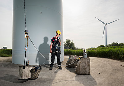 wind turbine maintenance - p1132m1439991 by Mischa Keijser