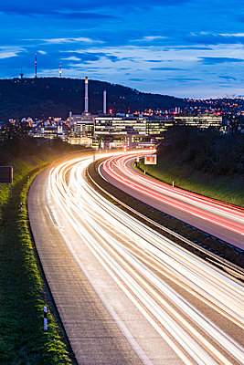 Germany, Badenwurttemberg, Light trails on federal highway near Unterturkheim - p300m2104604 by Werner Dieterich