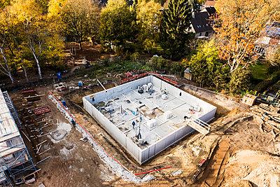 Build cost-effectively - p834m2099190 by Jakob Börner