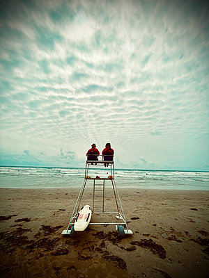 Lifeguards on bay watch tower on the beach - p851m2289558 by Lohfink