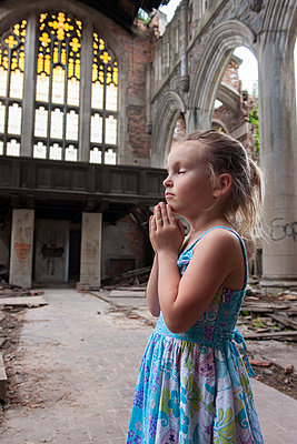 Little girl praying in ruined church - p624m1174404 by Jerome Gorin