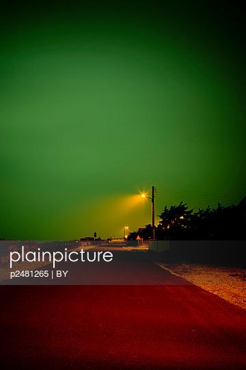 Strandpromenade bei Nacht - p2481265 von BY