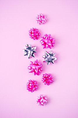 Pink bows - p1149m2021150 by Yvonne Röder