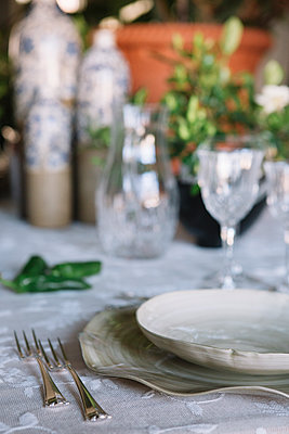 Place setting for a luxury brunch in Italy - p300m2059896 von Alberto Bogo
