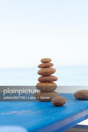 Ruhe finden - p454m2037720 von Lubitz + Dorner