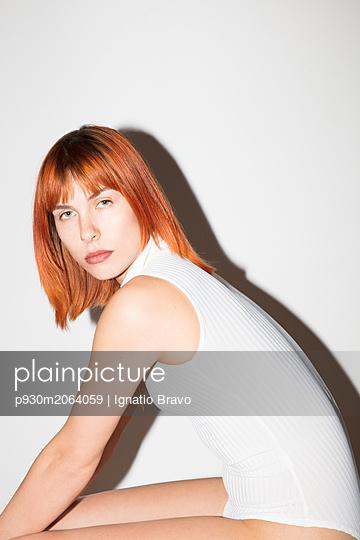 Portrait of redheaded woman - p930m2064059 by Ignatio Bravo