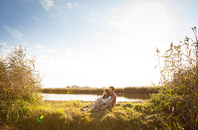 Couple in summer - p105m951284 by André Schuster