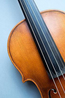 Violin Close up - p1228m1460759 by Benjamin Harte