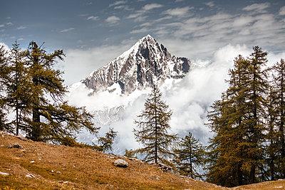 View of snowcapped mountain peak - p327m1216599 by René Reichelt