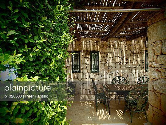 Innenhof einer marrokanischen Villa - p1320589 von Peer Hanslik