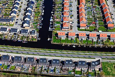 Wohnsiedlung in Friesland - p1120m1004298 von Siebe Swart