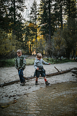 Brothers playing by lake at Yosemite National Park - p1166m1526868 by Cavan Images