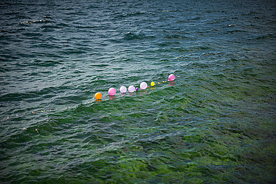 Balloons - p1007m886825 by Tilby Vattard