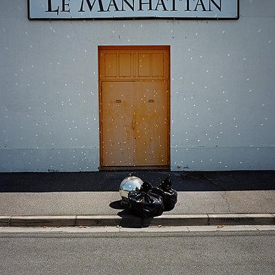Dot - p1287m1116127 by Christophe Darbelet