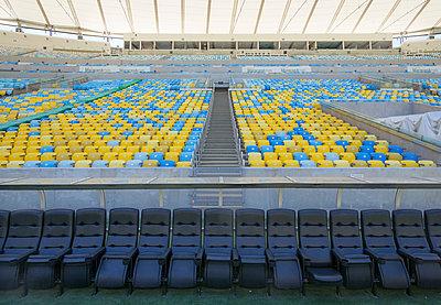 Maracana stadium - p1542m2175043 by Roger Grasas