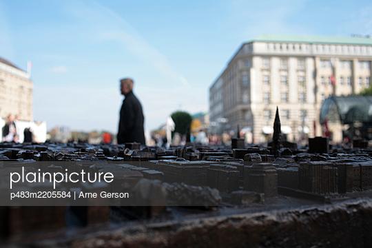 p483m2205584 by Arne Gerson