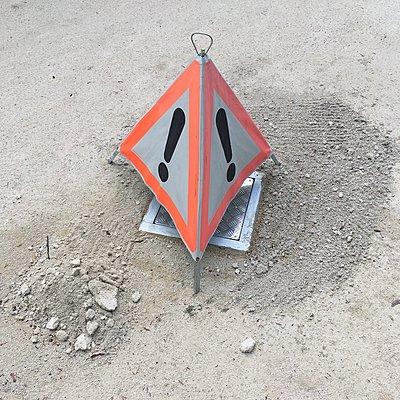 Warnschild mit Ausrufezeichen - p1401m2278228 von Jens Goldbeck