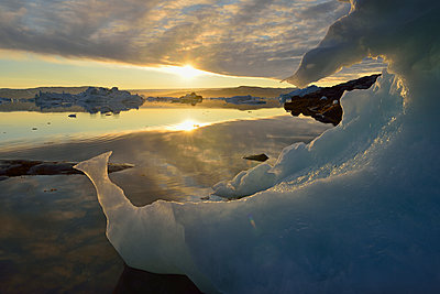 Greenland, East Greenland, view from Sarpaq, icebergs of Sermilik fjord at sunset - p300m1588094 by Egmont Strigl