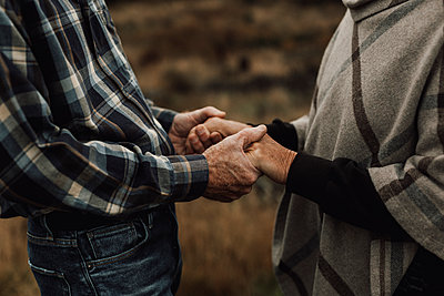 Senior couple holding hands - p312m2191026 by Jennifer Nilsson