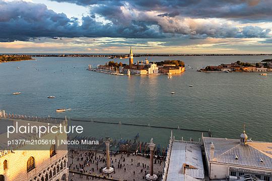 Italy, Veneto, Venezia district, Venetian Lagoon, Adriatic Coast, Venice, St Mark's basin, Venice at sunset, view towards Doge Palace and San Giorgio Maggiore island - p1377m2105618 by Nicolò Miana