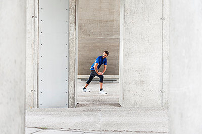 Man stetching at an underpass - p300m1587851 by Daniel Ingold