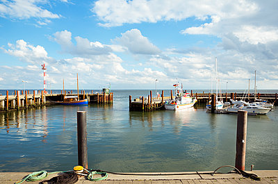 Hafen List auf Sylt - p432m1190755 von mia takahara