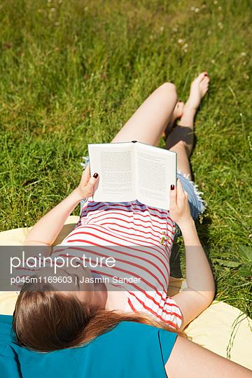 Lese-Sommer - p045m1169603 von Jasmin Sander