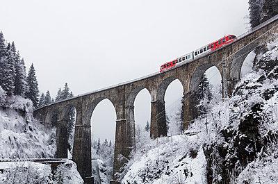 Europe, France, Rhone Alps, Haute Savoie, Chamonix, Mont Blanc Express train going over Viaduct St Marie - p652m1576215 by Christian Kober