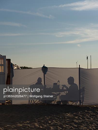 Abendessen am Strand - p1383m2026477 von Wolfgang Steiner