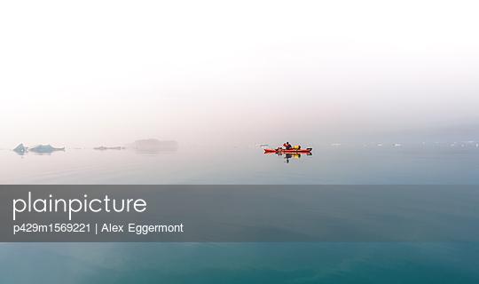 plainpicture - plainpicture p429m1569221 - Person sea kayaking in mist... - plainpicture/Cultura/Alex Eggermont