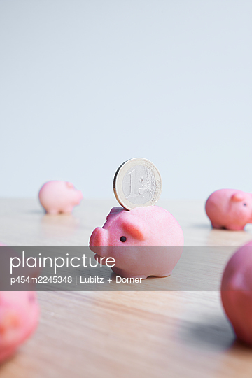 Little piggy bank - p454m2245348 by Lubitz + Dorner