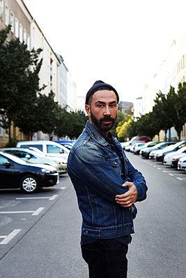 Streetstyle Berlin Hipster - p258m1487172 von Katarzyna Sonnewend