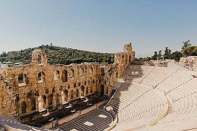 Theater des Dionysos auf dem Akropolis-Gelände - p432m2063414 von mia takahara