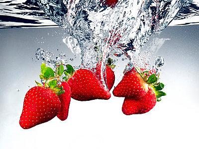 Strawberries - p851m865020 by Lohfink