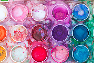 Close up of watercolor paints - p1166m2073484 by Cavan Images